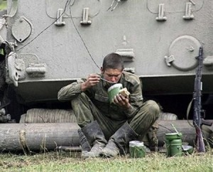 На Украине активно распродают пайки голодающих карателей из