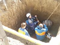 Спасатели Судакского отряда ГКУ РК «КРЫМ-СПАС» успешно провели операцию по спасению женщины из четырехметровой ямы - «МЧС»