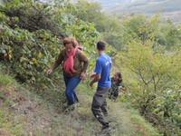 Спасатели Алуштинского отряда «КРЫМ-СПАС» эвакуировали двух туристов с крутого каменистого склона г. Демерджи - «МЧС»