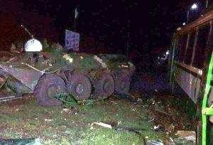 Переданный Порошенко БТР протаранил автобус с рабочими - «Происшедствия Крыма»
