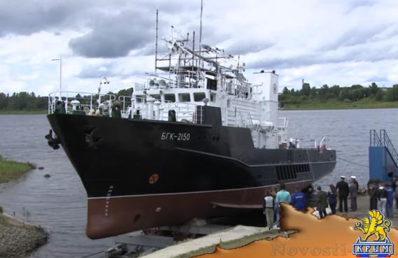 На новейшем большом гидрографическом катере поднят флаг - «Армия и флот»