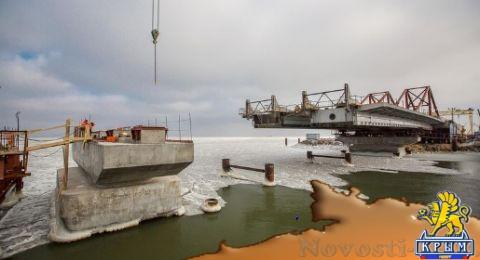 Строители Крымского моста приступили к монтажу пролётов на морские опоры  - (видео)