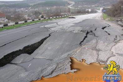 Дорога на трассе Симферополь-Севастополь провалилась: рабочих пока не видно (ФОТО) - «Симферополь»