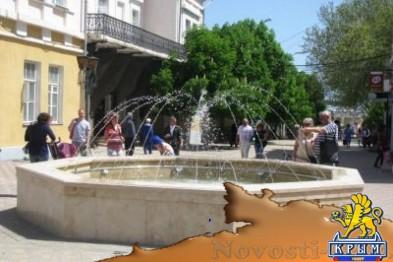В Феодосии начал работать фонтан на Музейной площади - «Феодосия»