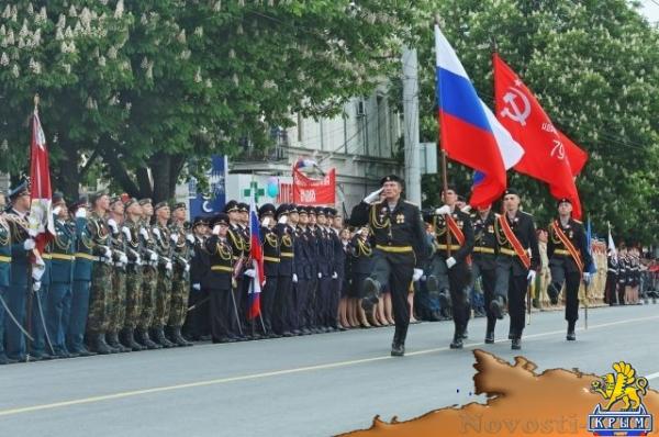 В Симферополе прошел военный парад в честь Дня Победы
