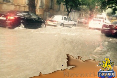 После субботнего ливня власти Симферополя убрали 60 тонн грязи и 18 упавших деревьев - «Симферополь»
