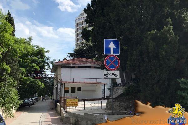 В Приморском парке Ялты нарушитель незаконно расширил территорию кафе на 31 кв. м — Александр Спиридонов  - «Экономика»