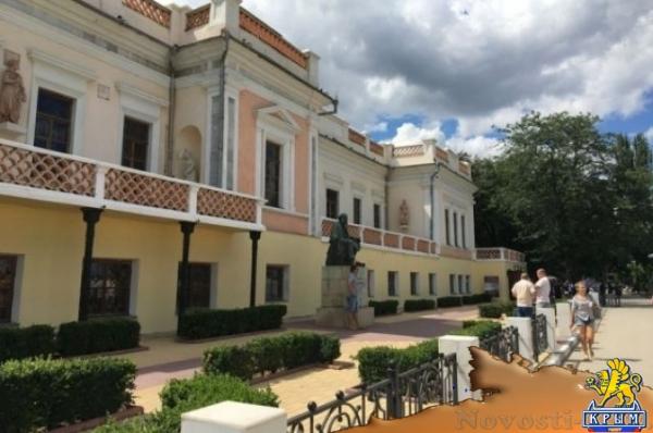 Фасад галереи им. Айвазовского в Феодосии надо отреставрировать до 10 июля