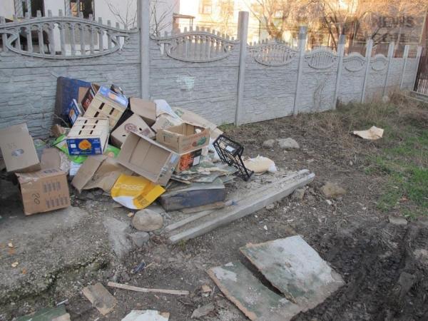 В Феодосии внутри дворов не ликвидируются стихийные свалки - «Феодосия»