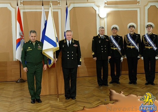 Новому главкому ВМФ вручили личный штандарт - «Армия и флот»