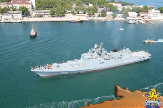 «Адмирал Григорович» отрабатывает в море взлеты и посадки вертолетов - «Армия и флот»