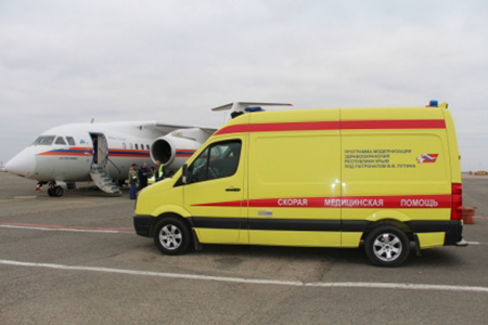 Спецборт МЧС России осуществляет санитарно-авиационную эвакуацию тяжелобольных в Симферополь, Санкт-Петербург и Москву - «МЧС»