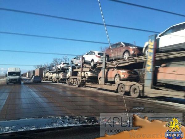 Два десятка фур простаивают на обочине керченской трассы в Крыму - «Происшествия»