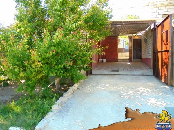 Отдых в Феодосии. Отдельный трехкомнатный дом со своим закрытым двором и гаражом, без хозяев, в Феодосии. Отдых в Крыму 2017 - жильё в Крыму без посредников - «Отдых в Феодосии»