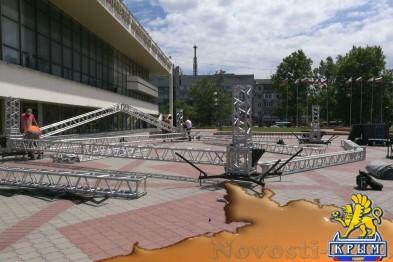 В Симферополе устанавливают сцену для выступления Бутусова (ФОТОФАКТ) - «Симферополь»