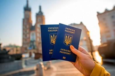 Евросоюз требует от Украины выдавать крымчанам биометрические паспорта  - «Политика»