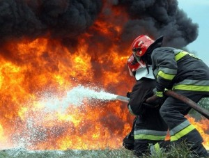 Спасатели эвакуировали из горящего дома 25 человек     - «Происшествия Крыма»