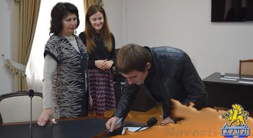 Дети-сироты путем жеребьевки выбрали номера своих новых квартир в Симферополе - «Спорт Крыма»