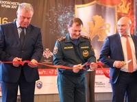 Сотрудники МЧС приняли участие в торжественной церемонии открытия III специализированной выставки комплексной безопасности «Безопасность. Крым 2017» - «МЧС»