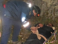 Сотрудники «КРЫМ-СПАС» оказали помощь мужчине, сорвавшемуся со скалы в районе г. Бахчисарай - «МЧС»