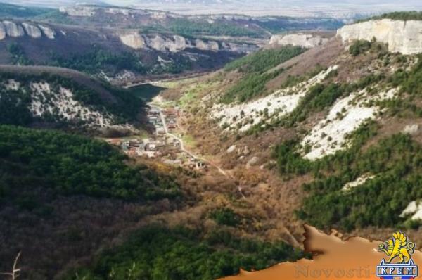 Мужчина упал со скалы в районе Бахчисарая