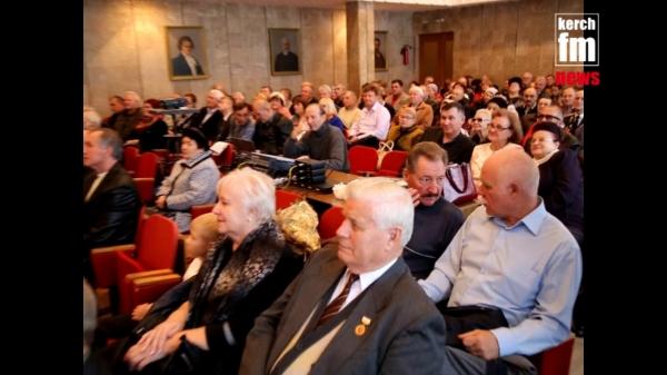 Казачий хор поздравил ветеранов Советской милиции Керчи со 100 летием  - «Видео новости - Крыма»