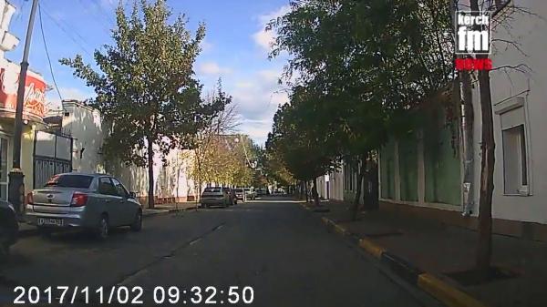 В Керчи автомобиль грубо нарушает ПДД  - «Видео новости - Крыма»