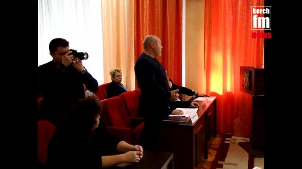 В Керчи депутаты выделили дополнительные кабинеты для МФЦ  - «Видео новости - Крыма»