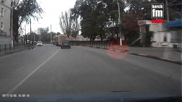 В Керчи во время движения загорелись троллеи  - «Видео новости - Крыма»