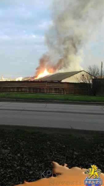 Заброшенный военный склад сгорел в Феодосии - «Возвращение в Россию»