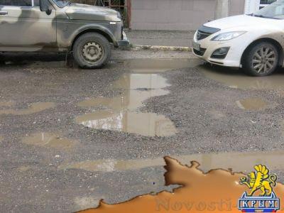 В Феодосии на улице Чехова поплыл асфальт, который был положен месяц назад - «Феодосия»