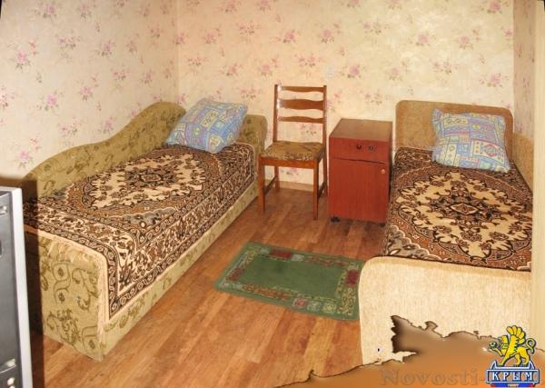 Отдых-эконом в Алуште. Комната на 2-3 чел. в частном секторе, 400-1000 руб. ЗА КОМНАТУ (ДУШ ТУАЛЕТ И КУХНЯ НА ДВЕ КОМНАТЫ) Отдых в Крыму 2018 - жильё в Крыму без посредников - «Отдых в Алуште»