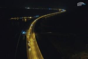 Видео поездки первых грузовиков по Крымскому мосту - «Керчь»
