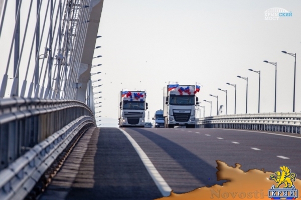 За восемь часов по Крымскому мосту проехали 700 грузовиков - «Керчь»