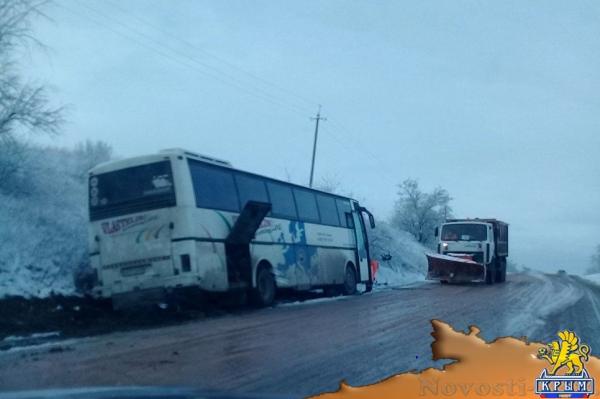 """Вилинский """"каток"""": в Бахчисарайском районе развернуло фуру и автобус  - (видео)"""