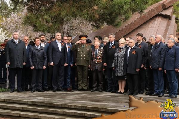 В Симферополе торжественно отметили 75-ю годовщину освобождения города от немецко-фашистских захватчиков - «Новости Государственного Совета Крыма»