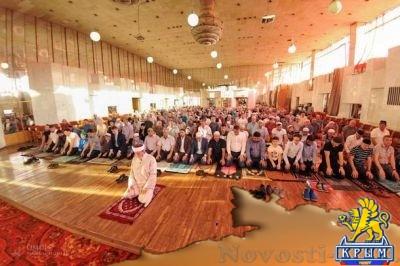 Несколько тысяч мусульман со всего Крыма совершили праздничный намаз в Симферополе - «Общество Крыма»