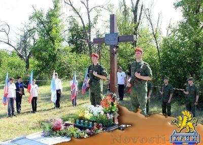Активисты «Мира Луганщине» почтили память погибших под Металлистом российских журналистов - «Общество Крыма»