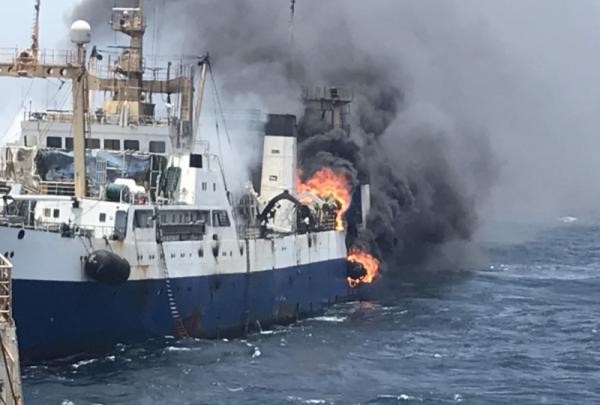 Возле Западной Африки горит украинский океанский траулер: погиб моторист - «Жизнь»