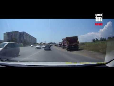 В Керчи у фуры на ходу взорвалось колесо  - «Видео новости - Крыма»