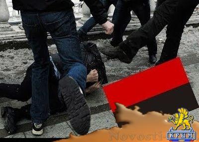 """""""Ну как вкус… крови?"""": поляки заставили украинца съесть бандеровский флаг - «Общество Крыма»"""